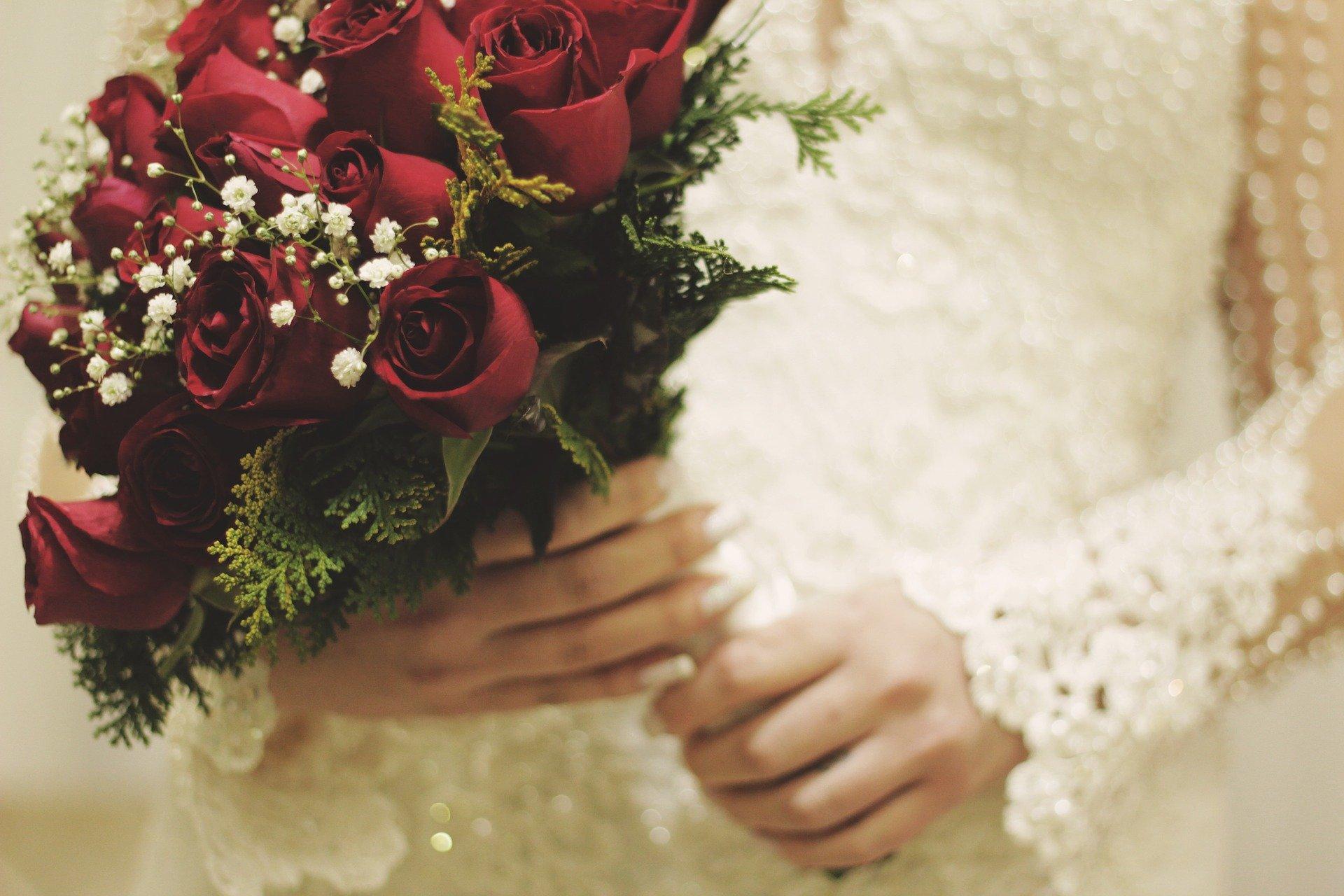 ダーズンローズセレモニーでロマンチックな結婚式♡