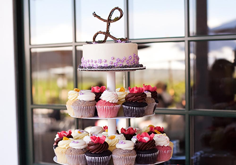 新しいウェディングケーキのカタチ♪カップケーキタワー