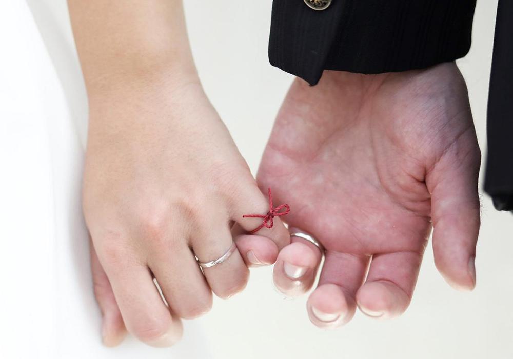 運命の赤い糸でロマンチックな演出♪