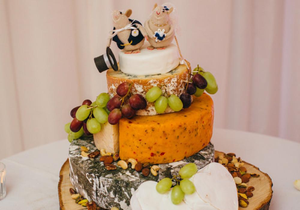 欧米で人気!ケーキの代わりに…チーズタワー入刀♪